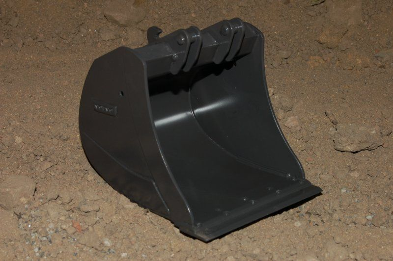 wide bucket with cutting edge