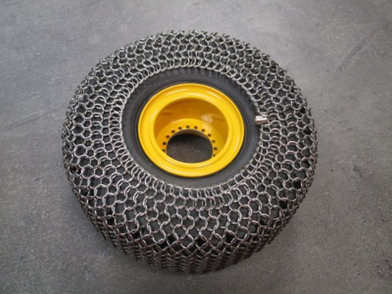 complete wheel with tire protection chain